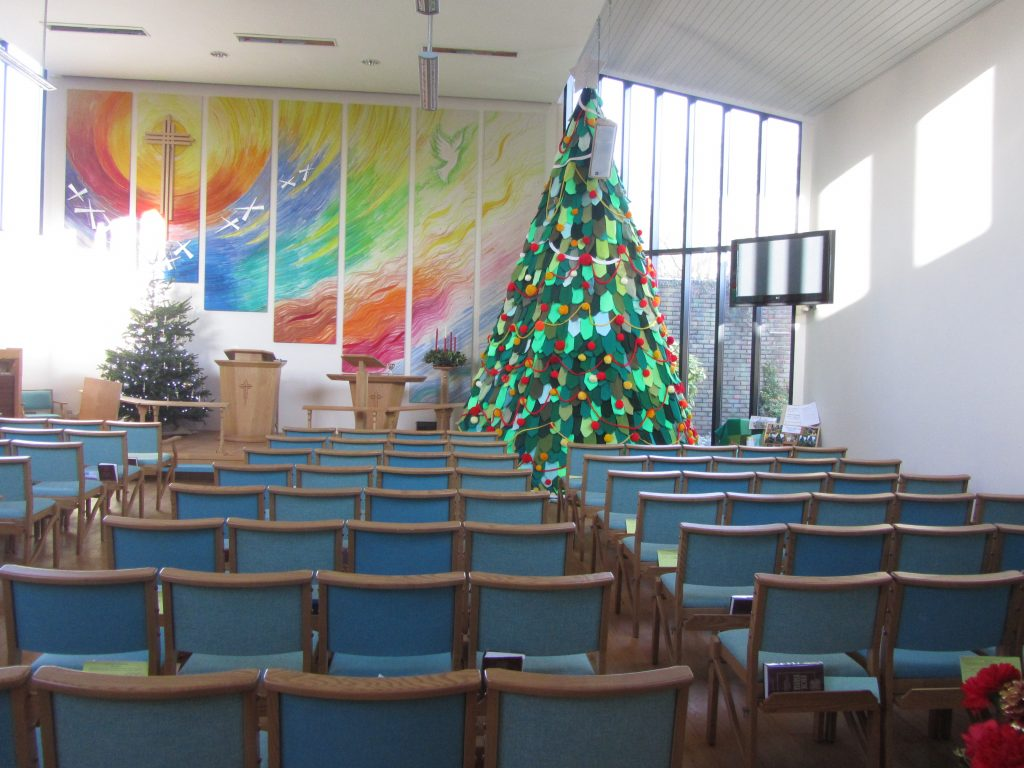 Knitted xmas tree at Poulton Methodist Church