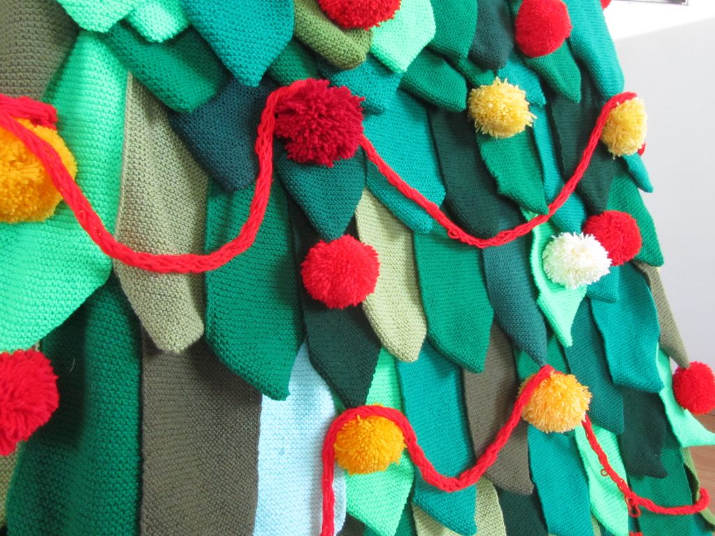 Knitted squares, made into leaves, in a way that they can be re-used
